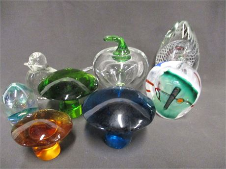 LOT OF BEAUTIFUL PAPER WEIGHTS