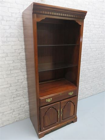 AMERICAN DREW Display Cabinet