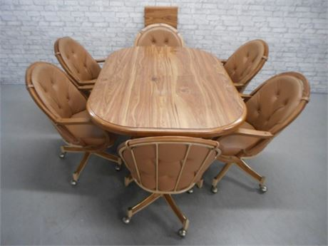 VERY NICE OBLONG DINETTE SET WITH 6 CHAIRS