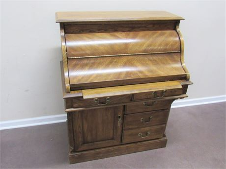 SMALL RIVERSIDE FURNITURE ROLL-TOP STYLE DESK