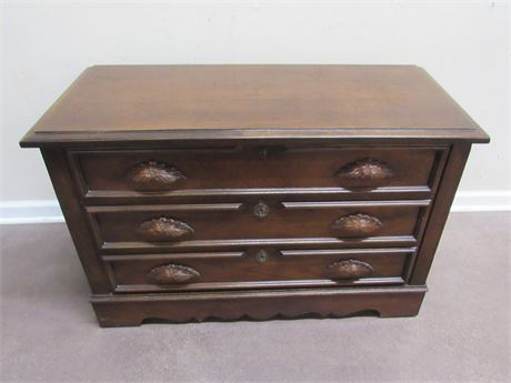 VINTAGE ANTIQUE LOOK CEDAR CHEST -  LANE LEGACY LOVE CHEST