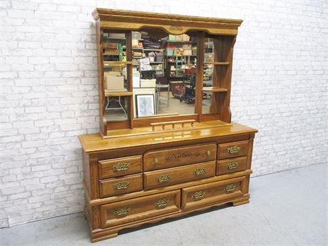 BROYHILL 8-DRAWER DRESSER