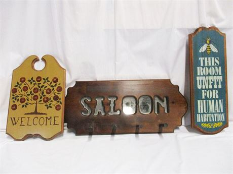 LOT OF WOODEN DECORATIVE SIGNS