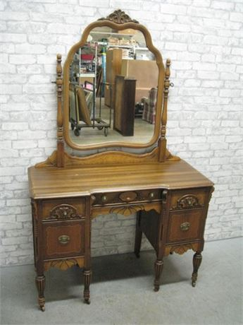ANTIQUE/VINTAGE VANITY ON CASTERS