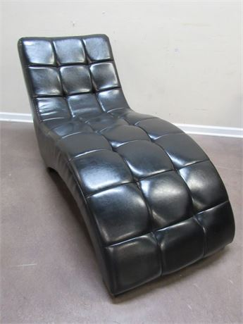 NICE BLACK CHAISE/LOUNGE CHAIR