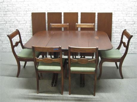 VINTAGE DROP-LEAF DINING TABLE WITH 5 LEAVES! AND 6 CHAIRS