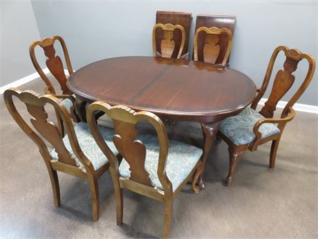 Queen Anne Cherry Dining Table Set