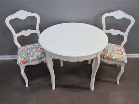 Cute Smaller Dinette/Dining Table with 2 Chairs