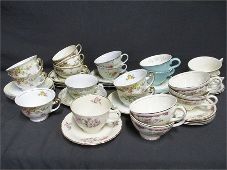 LOT OF CHINA CUPS AND SAUCERS FEATURING ROYAL IVORY AND HOMER LAUGHLIN