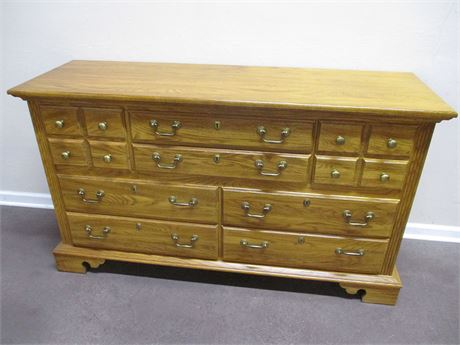 LOVELY 8-DRAWER DRESSER