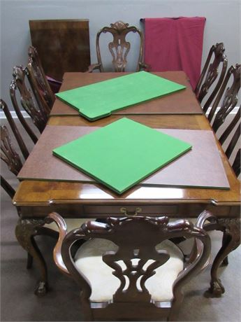 Gorgeous Henredon Rittenhouse Square Dining Table, 8 Chairs, 2 Leaves and Pads