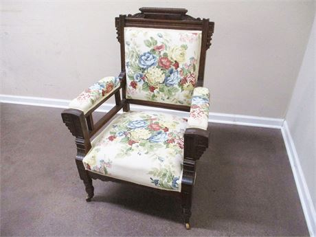VINTAGE CARVED CHAIR