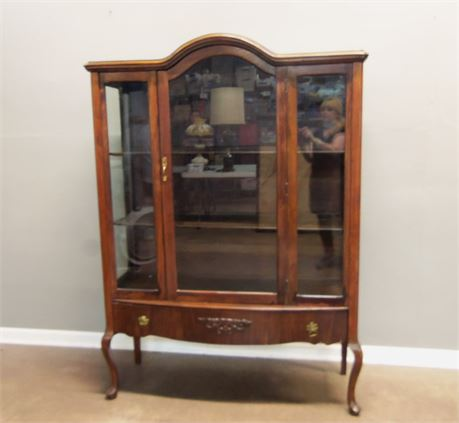 Vintage Wood China/Curio Cabinet with Key