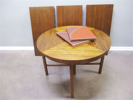 VINTAGE DINING TABLE WITH 3 LEAVES
