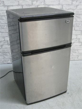AVANTI COUNTER HEIGHT REFRIGERATOR