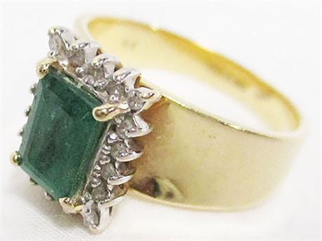 EXCELLENT SIZE 8 EMERALD AND DIAMOND 14K GOLD RING