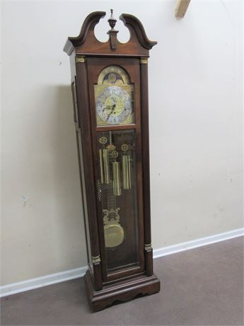 NICE SLIGH CHIPPENDALE STYLE GRANDFATHER CLOCK