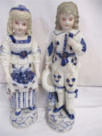 PAIR OF VINTAGE BLUE AND WHITE PORCELAIN FIGURINES