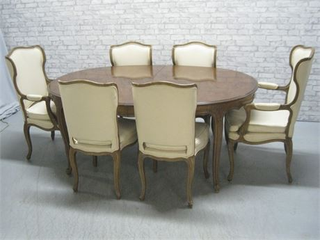 VINTAGE OVAL DINING TABLE WITH 6 CHAIRS AND 2 LARGE LEAVES