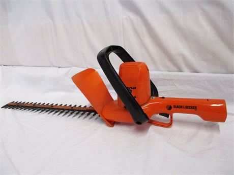 "BLACK AND DECKER 16"" ELECTRIC HEDGE TRIMMER"