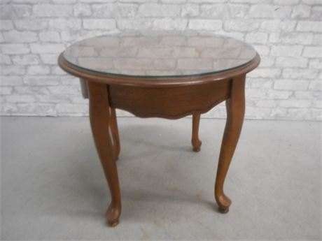 ROUND END TABLE WITH CABRIOLE LEGS