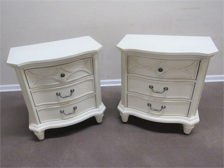 2 AMERICAN SIGNATURE NIGHTSTANDS WITH USB CHARGING STATIONS