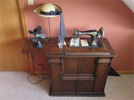Unique Antique Singer Sewing Machine Console - Model 66 - 1918
