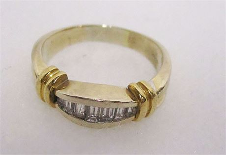 SIZE 9 14K GOLD AND DIAMOND RING