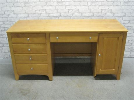 STANLEY KNEEHOLE DESK
