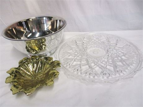 LOT OF DECORATIVE SERVEWARE FEATURING ONEIDA