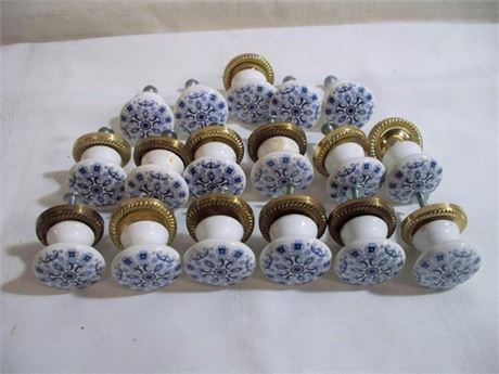 17 BLUE AND WHITE PORCELAIN PULLS
