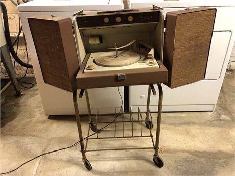 Mid Century Portable GE Turntable
