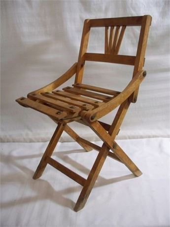 VINTAGE CHILD'S FOLDING CHAIR