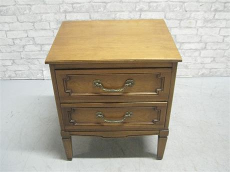 NIGHTSTAND WITH DOVETAIL DRAWERS