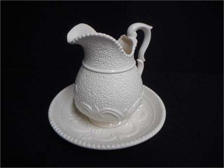 INARCO EMBOSSED PITCHER WITH SAUCER/DISH