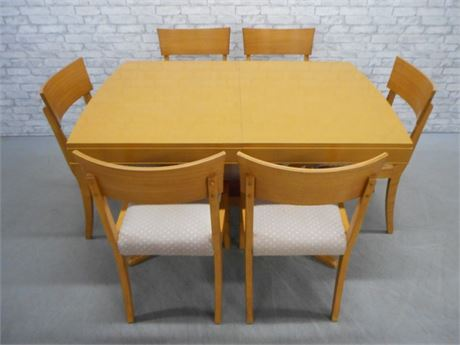 MID CENTURY DINING TABLE WITH 2 LEAVES AND 6 CHAIRS