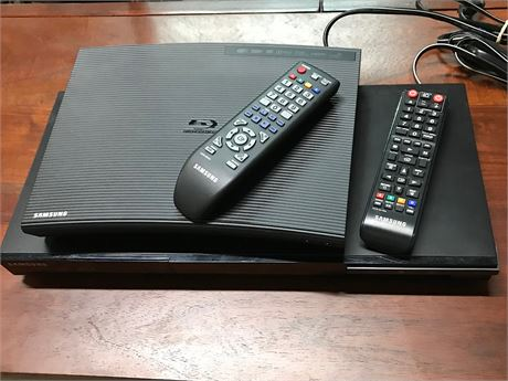 Samsung CD and Blue Ray Disc Player with remotes for both