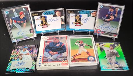 CLEVELAND INDIANS BASEBALL CARD AND AUTOGRAPH LOT