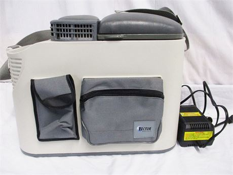 VECTOR VEC223 DELUXE CONSOLE TRAVEL COOLER AND WARMER