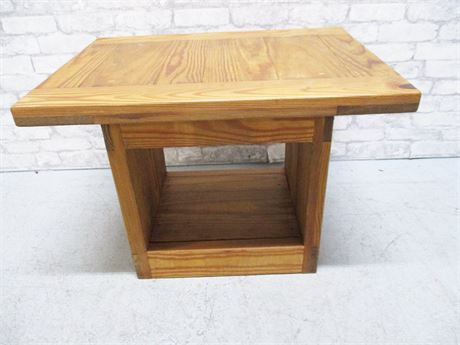 RUSTIC SIDE TABLE BY UNIONCAMP