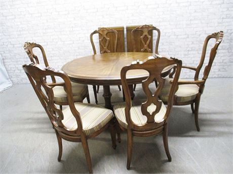PEDESTAL DINING TABLE WITH 6 KEYHOLE CHAIRS