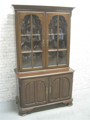 ETHAN ALLEN CHINA HUTCH WITH BOWED GLASS