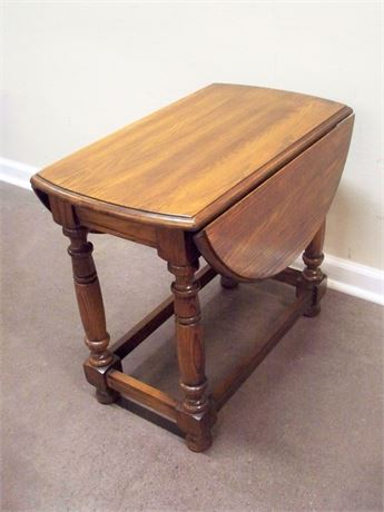 NICE DROP-LEAF END TABLE