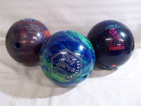 3 BOWLING BALL LOT - COLUMBIA 300, DV8 RECKLESS & MORICH SOLID LEVRG