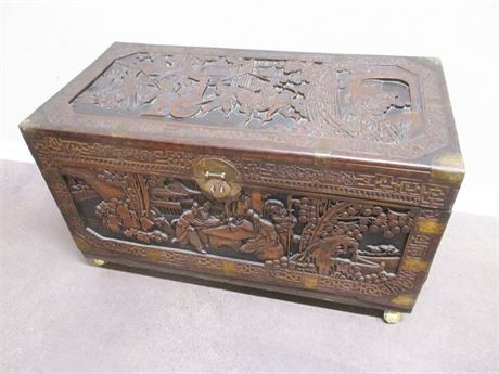 STUNNING CARVED ASIAN TRUNK