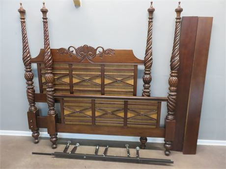 BROYHILL King Poster Bed