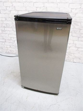 KENMORE 4.5 CU.FT. MINI REFRIGERATOR MODEL 564.94443500