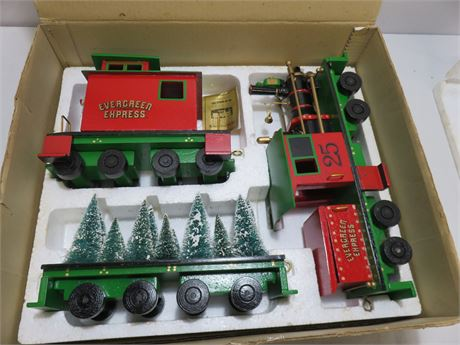 ROMAN Evergreen Express 3-Piece Musical Train