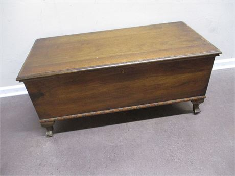 VINTAGE HONDERICH FURNITURE CEDAR CHEST