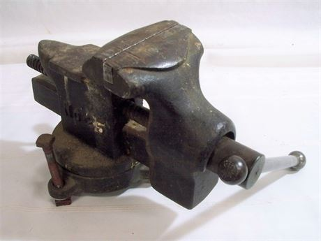 LARGE VINTAGE LITTLESTOWN HDWR. & FDRY CO. SWIVEL BENCH VISE